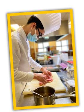 Apprenti entrain de cuisiné